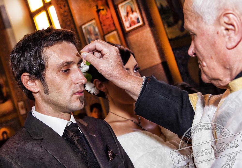 10 fotografie de nunta cu slujba de la biserica