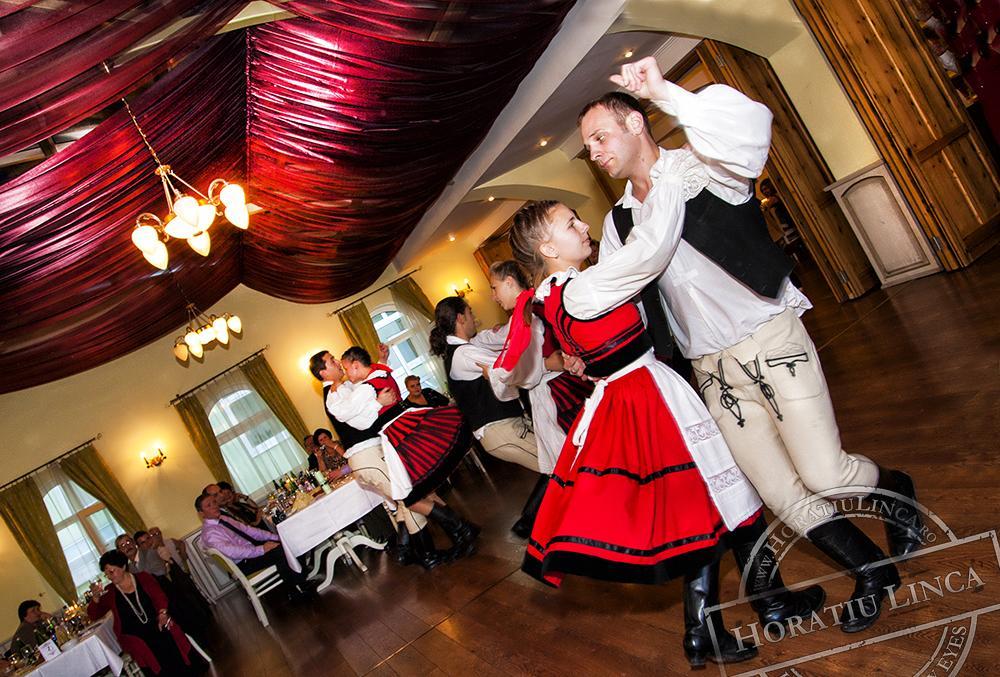 28 fotografie cu dansuri populare de nunta