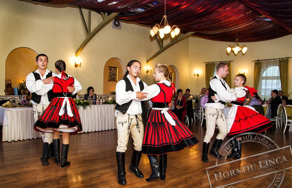 29 fotografie cu trupa de dans popular dansand dansuri populare